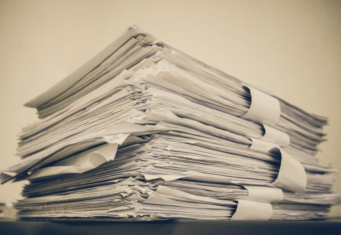 stor-papirbunke-sakspapirer.jpg