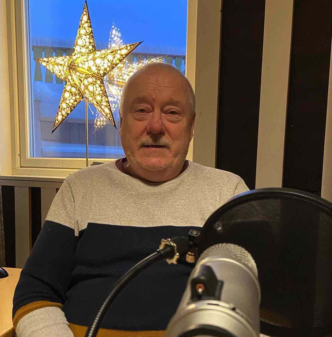 Hans-Isak-i-studio-julestjerne.jpg